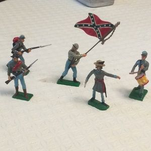 Set of x5 confederate toy soldiers.  Hand painted.